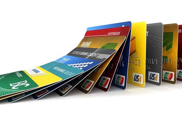 Có những loại thẻ nhựa nào?