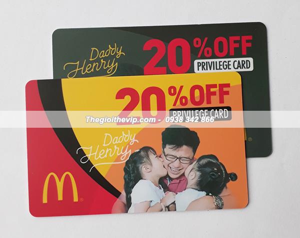 In thẻ nhựa báo giá cho khách hàng