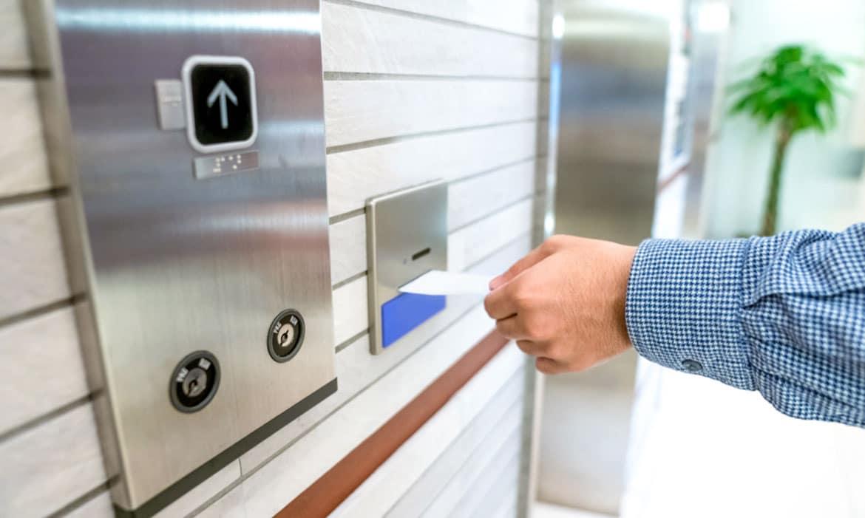 Kiểm soát thẻ từ bằng thang máy có ưu điểm gì?